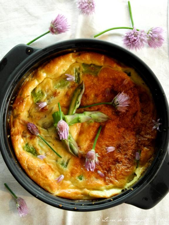 Clafoutis d'asperges vertes et de fleurs de ciboulette