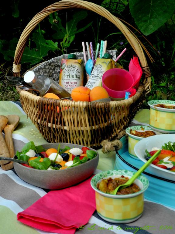 Petits flans de courgette ~ chèvre ~ menthe et Salade sucrée salée d'été pour un déjeuner sur l'herbe avec Herbalist