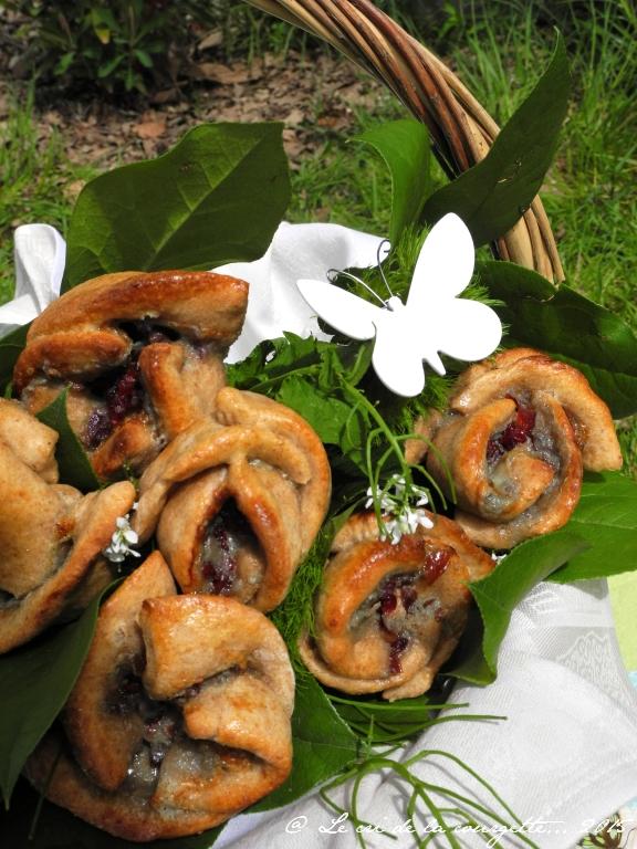 Roses briochées au petit épeautre, roquefort Papillon et cranberries {Pique-nique chic}
