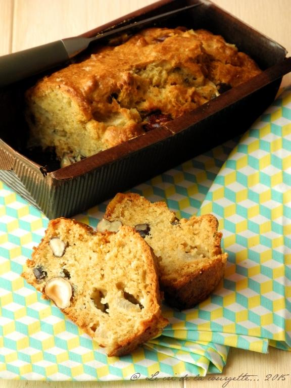 Cake rustique aux poires, noisettes et roquefort