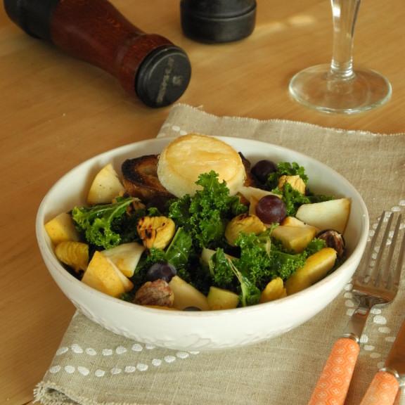 Salade de chou kale au chèvre chaud et aux fruits d'automne