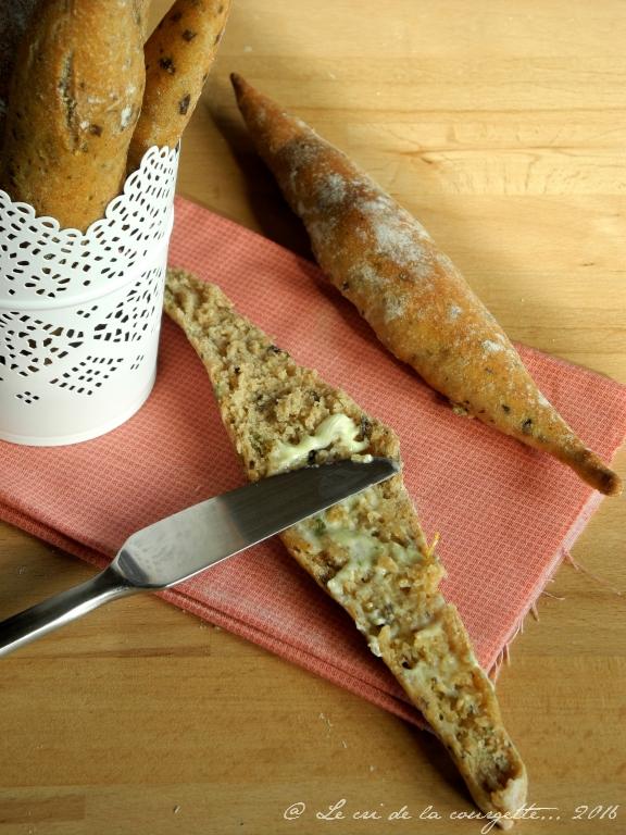 Petites baguettes de petit épeautre aux algues et à la bergamote
