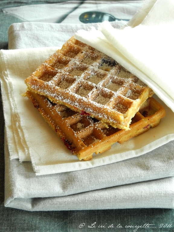 Gaufres sans gluten la bi re et la framboise blog de recettes bio le cri de la courgette - Gaufre sans beurre ...