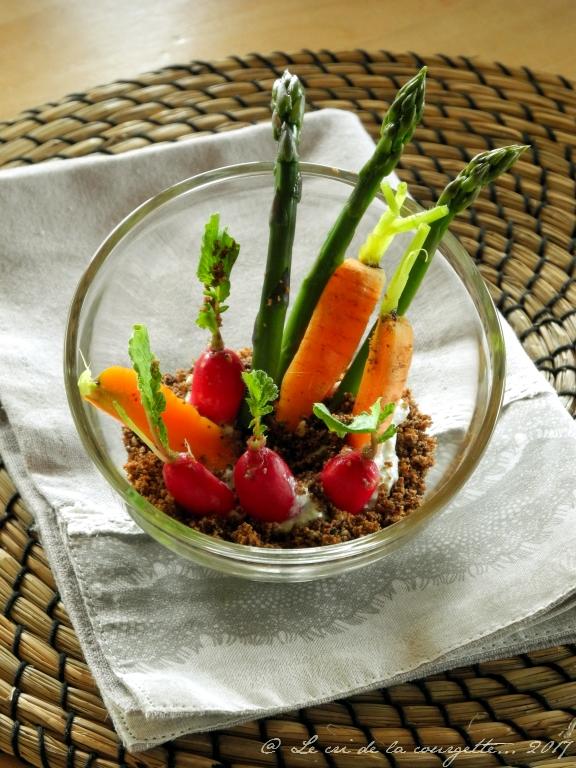 Petits légumes de printemps en terreau de seigle et sarrasin & Roquefort