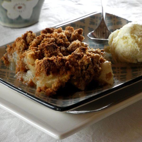 Crumble aux poires, vanille et châtaigne