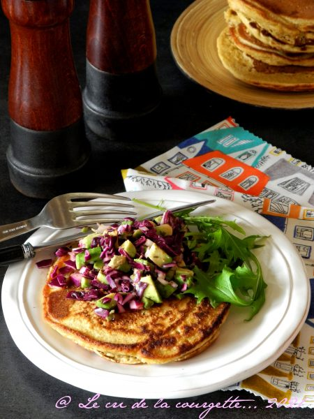 pancakes au curcuma et salsa au chou rouge